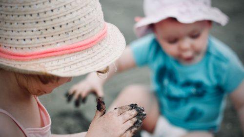 Hvordan passer vi bedst på de små i varmen?